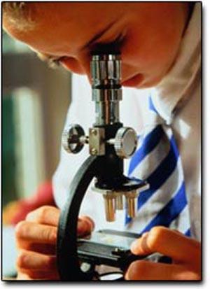 Cientificos_microscop