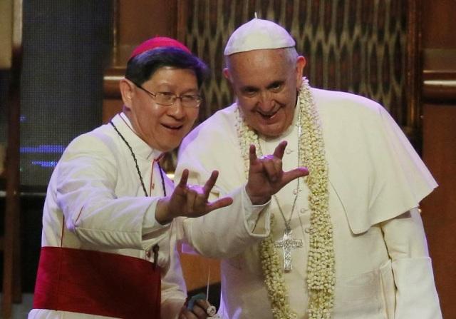 QUIEN ES EL PAPA FRANCISCO? 142db-pope-franci-illuminati-satanic-hand-gesture